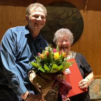 Wolfgang Rösch gratuliert Sabine Matzka